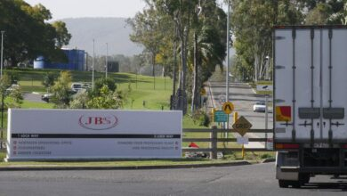 Photo of JobKeeper blamed as Australia's biggest meat processor axes 600 workers