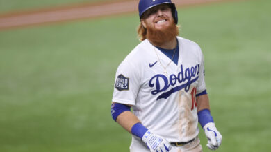 Photo of How Justin Turner got pulled from the middle of Game 6 after testing positive for COVID-19