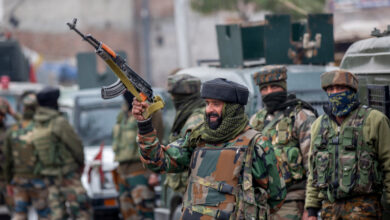 Photo of Indian troops kill top rebel commander in Kashmir gun battle
