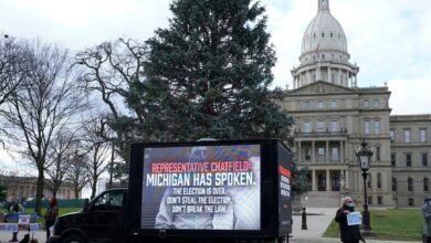 Photo of Michigan's state legislative offices closed on Monday over 'credible threats of violence'