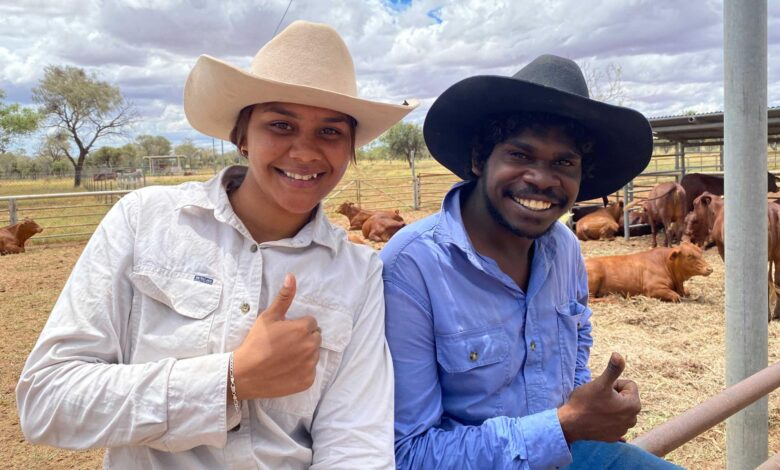 Indigenous stock handlers learn their craft in the Red Centre
