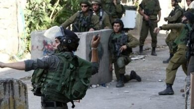 Photo of Israeli troops arrest 25 Palestinians in occupied West Bank