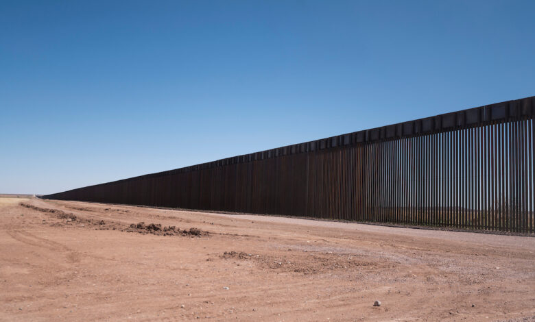 Lawmakers flock to border as more migrants arrive